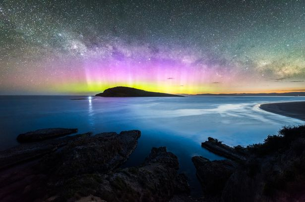 1_Colourful-display-of-the-Aurora-Australis-over-an-island-in-the-ocean-at-Blue-Hour.jpg