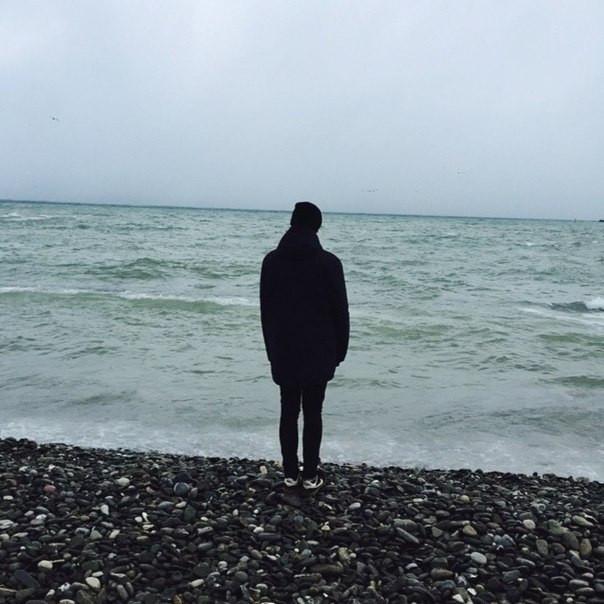 alone-guy-sad-sea-Favim.com-3830708.jpg