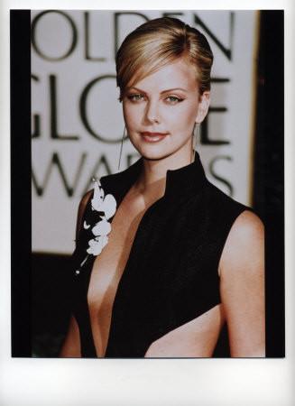 Πατήστε στην εικόνα για να τη δείτε σε μεγένθυνση  Όνομα:  Charlize-Theron.jpg Εμφανίσεις:  50 Μέγεθος:  29,4 KB