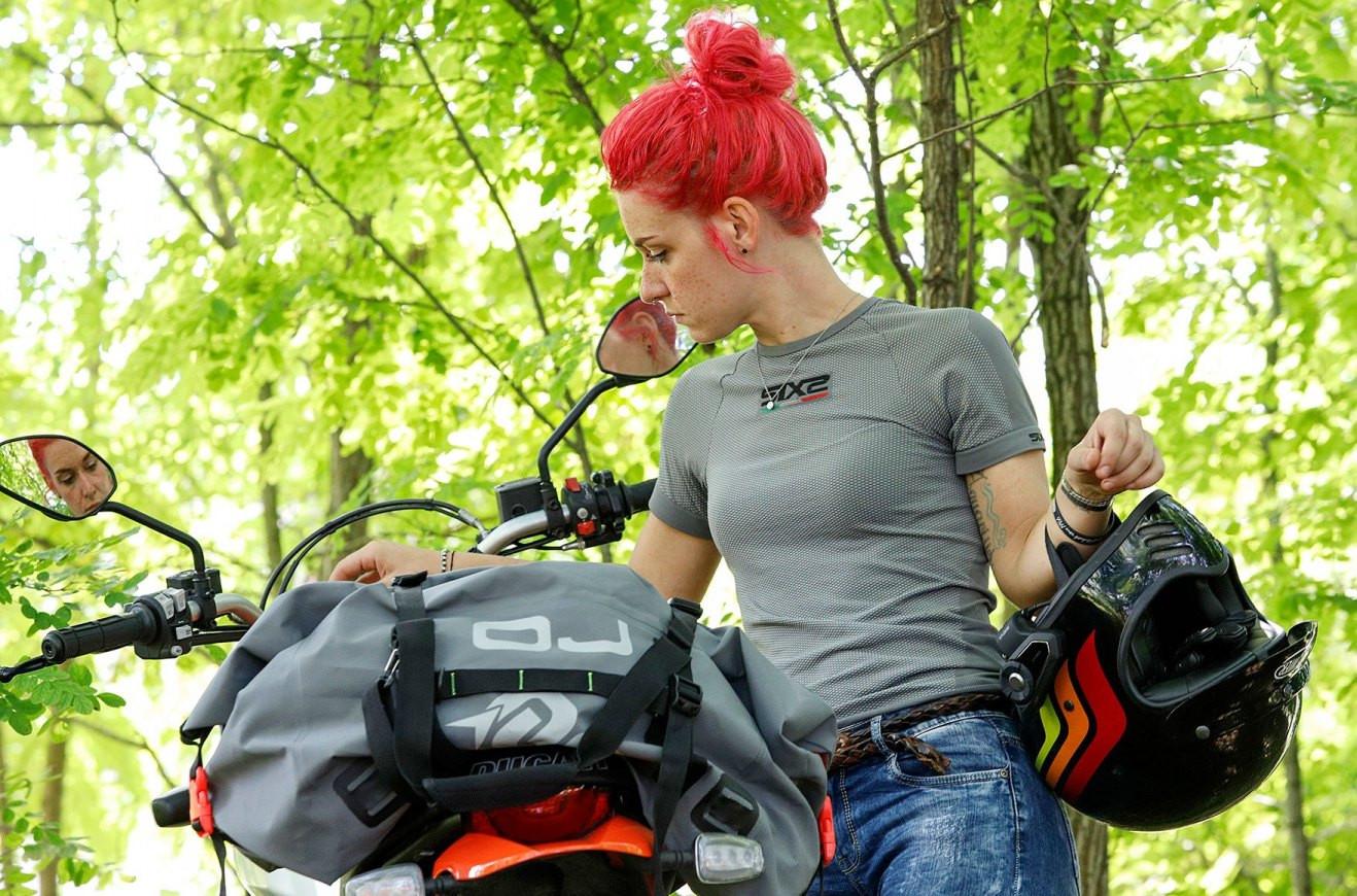 women-motorcycle-clothing (1).jpg
